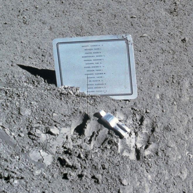 1280px-Fallen_Astronaut
